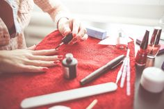 Are you trying to find safe nail polish brands? Are you confused about which toxic nail polish ingredients to avoid? Here are a few tips to find the best nail polish! Nail Art Sexy, Sexy Nails, Stiletto Nails, Toe Nails, Strands Salon, Diy Beauty, Beauty Hacks, Beauty Box, Beauty Trends