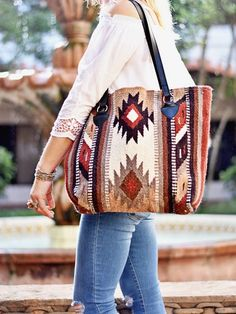 find out lots and lots of exceptional tools to choose from, like hand made supplies, old detects. Leather Handle, Leather Purses, Southwestern Blankets, Saddle Blanket, Western Purses, Tote Purse, Beautiful Bags, Evening Bags, Bag Making