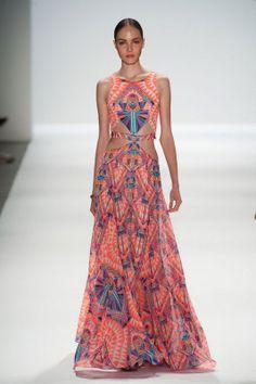 Hoffman PV14 ; vestido con estampado étnico.