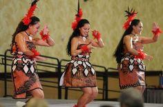 Tahine Foi Lole doing their Tau'olunga siva !! BEAUTY AT ITS FINEST