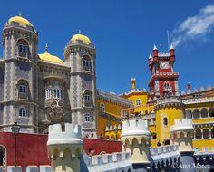 http://www.lifestylepuzzle.com/sintra-portugal/  #sintra #portugal #castle #trip #travelguide #travel #lisboa #lisbon #fairytale