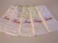 Lembrancinhas com nome dos convidados.  Souvenirs with the guests name.
