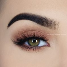 Makeup Essentials That You Don't Want To Go Without – Makeup Mastery Eye Makeup Glitter, Eye Makeup Cut Crease, Prom Makeup, Skin Makeup, Eyeshadow Makeup, How To Do Eyeliner, Simple Eyeliner, Simple Eye Makeup, Simple Eyeshadow Looks