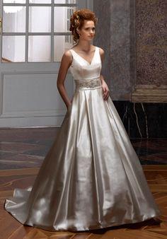 Klassisches A-Linien Brautkleid aus Satin in Champagner, Elfenbein und Silber - von Diane Legrand