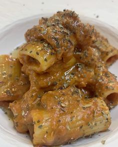Video by Ali Chef on April 18 2020 food Rigatoni, Apple Cake, Chicken Wings, Carne, Pork, Yummy Food, Meat, Pasta Food, Pinterest Account