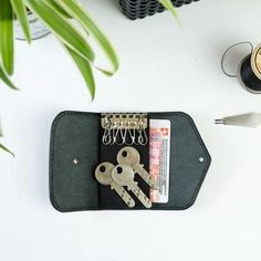 Leather key case, key holder made out of vegetable tanned leather - VicusPelle.ch