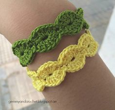 Crochet Bracelet Pattern All About Crochet Free Pattern Scallop Bracelet Crochet Bracelet Pattern, Crochet Jewelry Patterns, Crochet Beaded Bracelets, Bead Crochet, Crochet Accessories, Diy Crochet, Crochet Crafts, Bracelet Patterns, Yarn Crafts