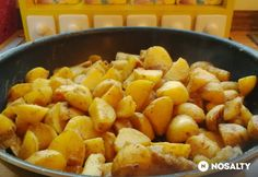 Fűszeres, szaftos serpenyős krumpli | NOSALTY Sweet Potato, Cake Recipes, Side Dishes, Mango, Food And Drink, Potatoes, Sweets, Fruit, Vegetables