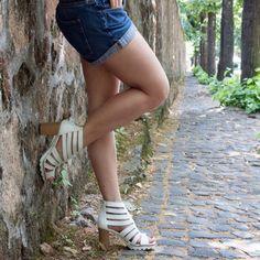 """Pratici e versatili, per ogni tipo di abbigliamento. Il tacco in legno è comodo e leggero ed allo stesso tempo """"trend"""" per chi ama seguire la moda."""