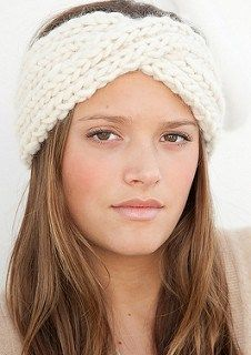 Take a look through this roundup of free knitting patterns and choose your next project, from a chunky knit blanket, fingerless gloves, a headband and more! Bandeau Crochet, Knit Or Crochet, Crochet Crafts, Free Crochet, Crochet Headbands, Easy Crochet, Loom Knitting, Knitting Patterns Free, Free Knitting
