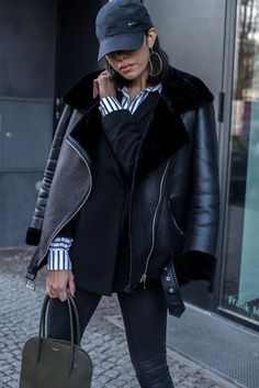 Beautiful Winter Outfits Ideas With Black Leather Jacket 51 Winter Leather Jackets, Winter Jackets Women, Coats For Women, Winter Outfits, Casual Outfits, Fashion Outfits, Leather Jacket Outfits, Leather Jacket Zara, Zara Biker Jacket