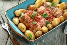 Zobacz jak przygotować sprawdzony przepis na Polędwiczki wieprzowe faszerowane serem zawinięte w bekonie z ziemniakami. Wydrukuj lub pobierz PDF z przepisem.