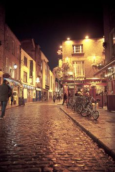 Dublin, Temple Bar.......