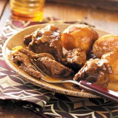 Taste of Home Slow Cooker Pot Roast Recipes - In the mood for a classic comfort food? Look no further than these recipes for slow cooker pot roast, including beef pot roast, Italian pot roast, Mexican pot roast, pot roast with gravy and more. Crockpot Dishes, Crock Pot Slow Cooker, Crock Pot Cooking, Beef Dishes, Slow Cooker Recipes, Food Dishes, Cooking Recipes, Main Dishes, Potatoes Crockpot