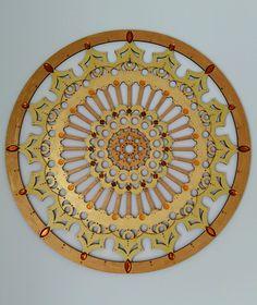 Mandala Dourada Encomenda da Rita MDF pintado a mão 40 cm de diâmetro
