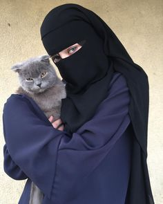 Arab Girls Hijab, Muslim Girls, Muslim Women, Islamic Girl Pic, Islamic Girl Images, Hijabi Girl, Girl Hijab, Girl Hand Pic, Niqab Fashion