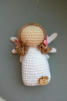 Written pattern including pictures and schemes for this cute Little Angel Lavender - a nice decoration for your home, office... or just a little talisman. The finished angel is about 8 cm tall. The pattern is easy to follow and the angel decoration is not difficult to make.