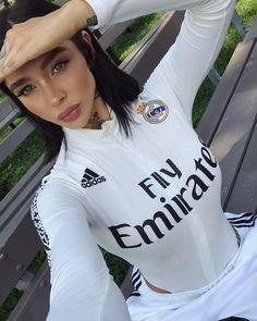 Football Mums, Football Girls, Adidas, Fashion Beauty, Soccer, T Shirts For Women, Crop Tops, How To Wear, Beautiful