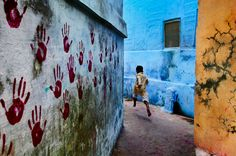 Mondi in contrasto in contrasti di colore: Steve McCurry racconta
