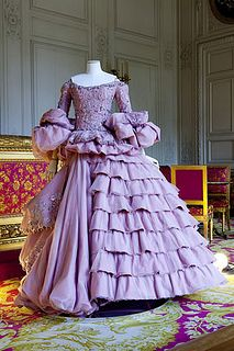 "Century Back in Fashion at Versailles ""Marie-Antoinette Meets Vivienne Westwood"" Christian Dior Haute Couture FW 2007 Dior Haute Couture, Couture Fashion, Runway Fashion, Christian Dior, Rose Bertin, Mode Purple, Fancy Dress, Dress Up, Versailles"