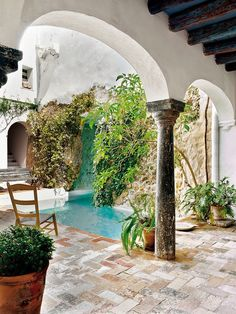 century Andalusian country house in Carmona, Spain Designer Javier González Sánchez-Dalp rehabilitated this country house, a Moorish building of the century sited in Carmona, a town in Seville, Spain. Spanish House, Spanish Style, Outdoor Spaces, Outdoor Living, Casa Patio, Small Pools, Exterior Design, Design Interior, Outdoor Gardens