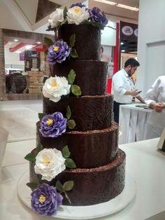 Bolo decorado com chocolate