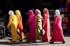 Mulheres vestidas com suas djellabas (Foto: © Haroldo Castro/Época)
