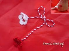 Imagini pentru martisor crosetat Paper Quilling, Crochet Designs, Diy And Crafts, Crochet Necklace, Projects To Try, Wool, Baba Marta, Cards, Handmade