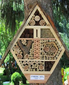Building a bug hotel via Toby & Roo :: daily inspiration for stylish parents and their kids.