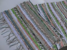 Love Laugh Quilt: You asked - nice tute for weaving with fabric on RH loom.  This is a table runner.
