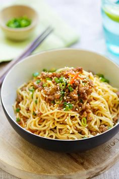 Sichuan Chinese Dan Dan noodles with ground meat. Easy Chinese Recipes, Easy Delicious Recipes, Easy Dinner Recipes, Gourmet Recipes, Asian Recipes, Great Recipes, Easy Meals, Cooking Recipes, Healthy Recipes