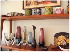 Retro vases in retro bookshelf Decor, Retro Chic, Retro, Deco, Bookshelves, Interior, Retro Home, Mid Century, Home Decor