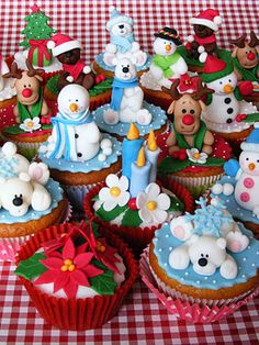@KatieSheaDesign Likes--> #Cupcakes Look Kids Santa Put Your Presents On Cupcakes