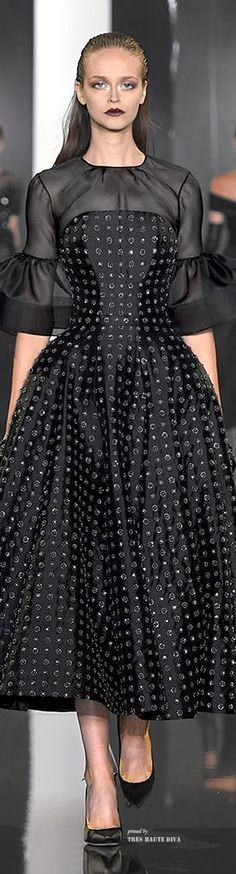 Ralph and Russo crystal dots (Ralph & Russo Fall Couture Collection). Ralph & Russo, Love Fashion, High Fashion, Fashion Design, Fashion Fall, Couture Fashion, Runway Fashion, Beautiful Outfits, Cool Outfits