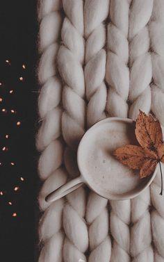 Cute Fall Wallpaper, Cute Christmas Wallpaper, Winter Wallpaper, October Wallpaper, Leaves Wallpaper Iphone, Mobile Wallpaper, Wallpaper Backgrounds, Lock Screen Wallpaper, Phone Backgrounds