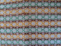 """Este blog tem o objetivo de divulgar ideias, apresentar curiosidades e declarações de afeto à Língua Portuguesa.É, também um espaço para deixar registradas minhas """"aprontações"""". O artesanato que consegui produzir ao longo de algum tempo. Huck Towels, Swedish Weaving Patterns, Blackwork, Swedish Embroidery, Monks Cloth, Weaving Designs, Chicken Scratch, Bargello, Needle And Thread"""