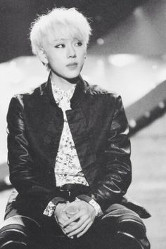 OMG zico is so gorgeous is this one uhhh!! Saranghae oppa ❤️ ^^