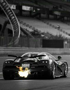 (°!°) Koenigsegg, Beauty and the Beast....