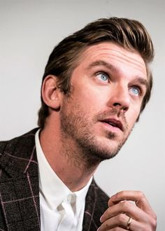 Dan Stevens says he is not going to be in the Downton Abbey movie after all. The actor, who was at TCA promoting the third and final season of FX drama Legion, caused a stir last August when he pos… Dan Stevens Hot, Dan Stevens Downton, Dan Stevens Legion, Handsome Faces, Handsome Actors, Rachel Keller, Downton Abbey Movie, Michelle Dockery, Ben Barnes
