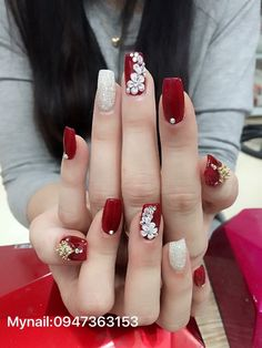 short nails design is to tons difilut however we cna try and give top 10 inspiring nail art designs for brief nails. 1 flowers on short nails the upcoming fashion season has proven that taking your na Diy Red Nails, Red Acrylic Nails, Swag Nails, Pink Nails, Glitter Nails, Stylish Nails, Trendy Nails, Long Cute Nails, Bling Nails