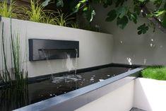 voor in de tuin - Strakke vijver met waterval