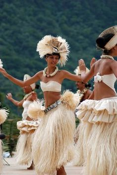 Tahitian dancers..my dance costume was just like this..love it.
