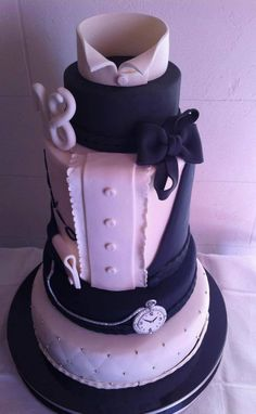 A groom's cake decorated like a tuxedo - we like it!