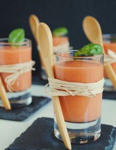 Crema fría de tomate y albahaca