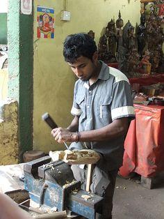 Wood Carver, Gritale, Sri Lanka (www.secretlanka.com)
