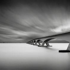 De adembemend mooie zwart-wit foto's van Joel Tjintjelaar