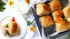 Pehmeät ja muhkeat sämpylät syntyvät helposti ja nopeasti ilman vaivaamista. Tee taikina illalla valmiiksi ja nauti aamulla uunituoreista sämpylöistä. Monkey Business, Cornbread, Dairy, Cheese, Baking, Breakfast, Ethnic Recipes, Food, Millet Bread