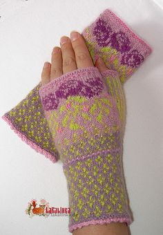 gloves nice and warm but with fingers. Crochet Mittens, Crochet Gloves, Knitting Socks, Hand Knitting, Knit Crochet, Wrist Warmers, Hand Warmers, Fingerless Gloves Knitted, Knitted Hats