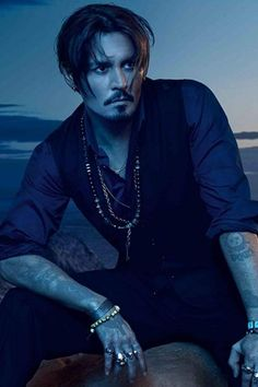 With Johnny Depp. Commercial for Dior Sauvage Fragrance starring Johnny Depp. Young Johnny Depp, Here's Johnny, Johnny Depp Wallpaper, Johnny Depp Joven, Junger Johnny Depp, Johnny Depp Pictures, Fangirl, Donnie Brasco, The Lone Ranger