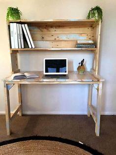Reclaimed pallet desk with book shelf paletes diy computer desk, diy desk. Home Office Furniture, Diy Computer Desk, Diy Furniture, Home Decor, Diy Pallet Furniture, Wood Diy, Home Diy, Diy Desk Plans, Pallet Desk